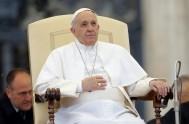 17/06/2015 – Hoy miércoles, día de audiencia general en el Vaticano, frente a miles de fieles peregrinos congregados en la Plaza San Pedro,…
