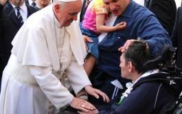 26/06/2015 – Los cristianos deben acercarse y tender la mano a aquellos a los que…