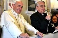 14/07/2015 – En el vuelo de regreso a Roma, luego de su visita apostólica a Ecuador, Bolivia y Paraguay, el Papa Francisco concedió…