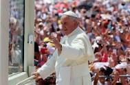 07/07/2015 – El Papa Francisco en el día de ayer presidió una misa por las familia en el Parque de los Samares de…