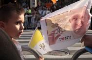 25/09/2015 – Hacia el atardecer de ayer, el Papa Francisco arribó a la emblemática ciudad de Nueva York en medio de multitudes que…