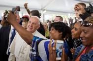 25/09/2015 – ElPapa Francisco se reuniócon las personas sin techo en el Centro Caritativo de la Parroquia de San Patricio de Washington. El…