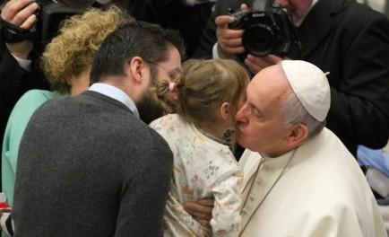 07/10/2015 – Al celebrar la audiencia general del primer miércoles de octubre en la Plaza de San Pedro y ante miles de fieles y peregrinos de numerosos países, el Papa Francisco prosiguió…