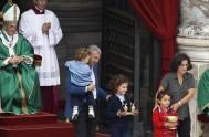 26/10/2015 – En la mañana de ayer, domingo 25 de octubre, el Papa Francisco celebróla Santa Misa por la conclusión de la XIV…