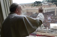 13/10/2015 – Compartimos las palabras del Papa Francisco en el día domingo frente a miles de peregrinos congregados en la Plaza San Pedro…