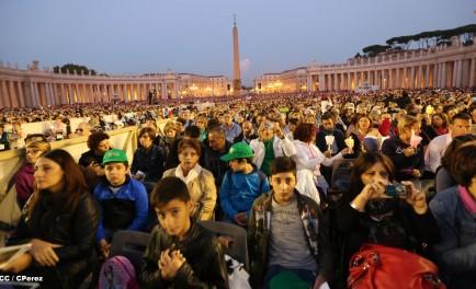 05/10/2015 – Con intensa oración reinició ayer el camino sinodal de los obispos con el Papa. La invocación del Espíritu Santo que ilumina, guía a la comunidad, es siempre el punto de…