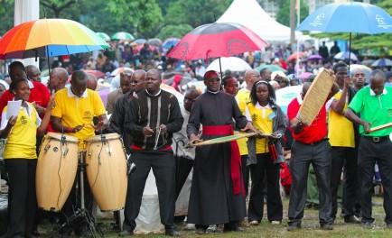 """26/11/2015- En comunicación con Radio María desde kenia, el P. Javier Soteras, dijo que """"la línea que sigue el papa Francisco en orden a su discurso, su mensaje, va por camino de…"""