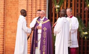 30/11/2015 - El 8 de diciembre será el inicio del Año de la Misericordia para el mundo, pero el Papa Francisco, quiso anticiparlo en Banguí, la capital de la República Centroafricana. Allí,…
