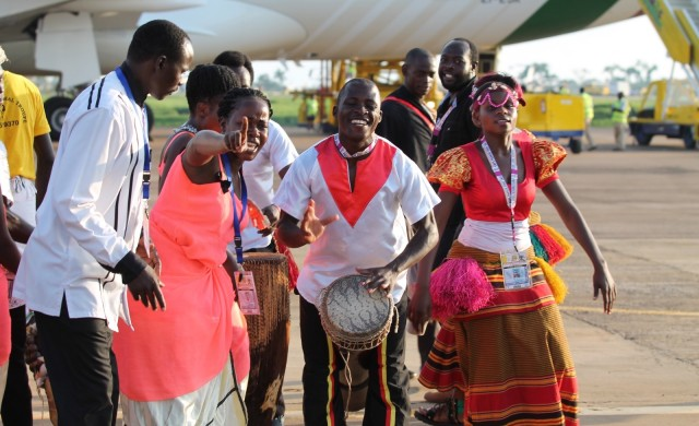 27/11/2015 – A horas de pisar suelo en Uganda, el Papa Francisco, se encontró con catequistas y maestros. Su pasó por ese país, como aclaró a las autoridades que le dieron…