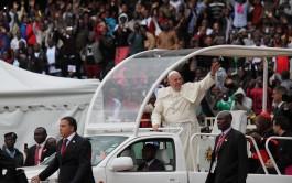 27/11/2015 – En sus últimas horas en Kenya, Francisco participó de un encuentro con los jóvenes reunidos en el Estadio…