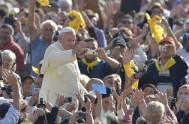 18/11/2015 –El Papa Francisco, en la audiencia general de hoy, celebrada en la Plaza San Pedro junto a miles de fieles peregrinos, compartió…