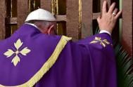 02/12/2015 – Desde Roma, a un día de descender del vuelo papal que los llevó a África, el P. Javier Soteras siguió profundizando…