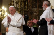 18/01/2016 – El Papa Francisco visitó la Sinagoga Mayor de Roma el 17 de enero de 2016que es el día en que Italia…