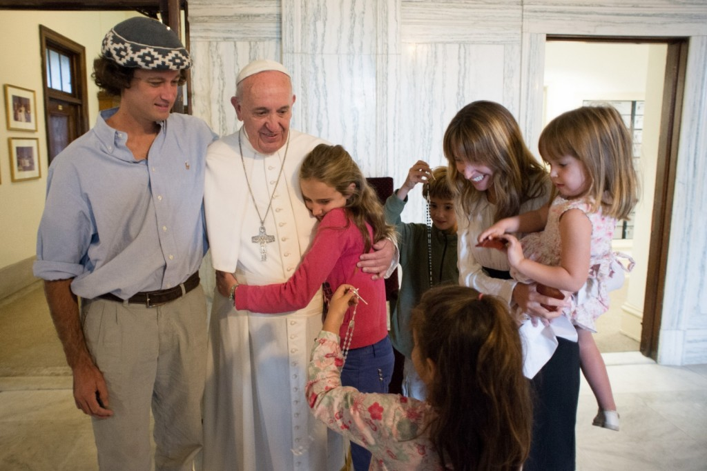 September 27 2015 : Pope Francis poses for a family photo with, Catire Walker, left, Noel Zemboiran, second from right, and their children, from left, Cala, Dimas, Mia and Carmin during a meeting at the Saint Charles Borromeo Seminary, in Philadelphia.EDITORIAL USE ONLY. NOT FOR SALE FOR MARKETING OR ADVERTISING CAMPAIGNS.