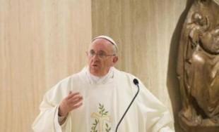23/05/2016 - No puede haber un cristiano sin alegría. Lo afirmó el Papa en su homilía de la Misa matutina celebrada en la capilla de la Casa de Santa Marta. El Pontífice…