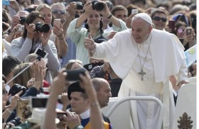 26/09/2016 - La Plaza de San Pedró acogió la Santa Misa con motivo del Jubileo de los Catequistas, uno de los eventos del Año Santo de la Misericordia. El Papa Francisco presidió…