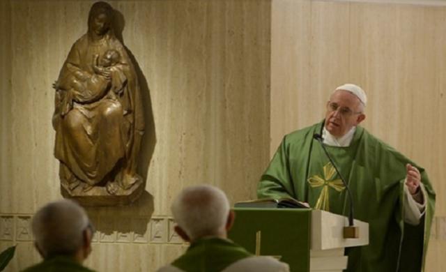 """27/10/2016 - También hoy ante las calamidades naturales, ante las guerras hechas para """"adorar al dios dinero"""", ante los niños asesinados, Dios llora. Lo subrayó el Papa en su homilía de la…"""