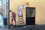 19/10/2016 – Roma amaneció hoy con un curioso grafitti en sus paredes. En la vía Borgo Pío, a pocas cuadras del Vaticano,apareció hoy…