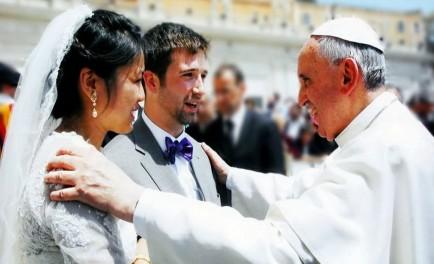 """En el día de los enamorados, en homenaje a San Valentín, compartimos una recopilación de mensajes y consejos del Papa Francisco a parejas de novios y matrimonios. 1. """"El verdadero amor es…"""