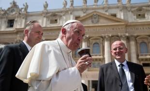 24/02/2017 - En el camino del cristiano la verdad no se negocia, pero hay que ser justos en la misericordia, como nos ha enseñado Jesús. Es lo que ha afirmado el Papa…