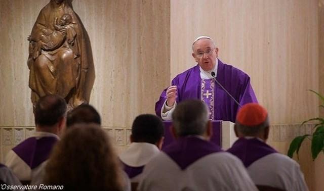 28/03/2017 -El Papa puso en el centro de su reflexión el Evangelio del día, que se refiere al paralítico curado por Jesús. Un hombre enfermo desde hacía treinta y ocho años, que…