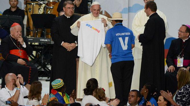 voluntario-panameno-pontifice-JMJ-celebrara_LPRIMA20160731_0030_26
