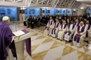 06/04/2017 – En la homilía de ésta mañana en la casa Santa Marta, Francisco dijo que Dios siempre es fiel a su alianza:…