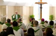 22/06/2016 - Un pastor debe ser apasionado, debe saber discernir y también debe saber denunciar el mal. Lo dijoel Papa Francisco en su…