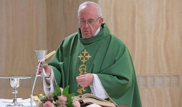 26/06/2017 - El Papa Francisco en su homilía de hoy dijo que no sirven los horóscopos o los nigromantes para conocer el futuro: el verdadero cristiano no es el que se instala…