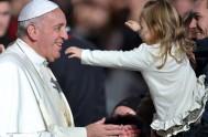 10/08/2017 – El Papa Francisco en su habitual audiencia de los miércoles se encontró con miles de peregrinos venidos de todo el mundo…