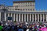 18/09/2017 – El Papa Francisco durante el encuentro con los peregrinos que se acercan a compartir el rezo del ángelus con el Santo…