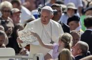 25/10/2017 – El Papa Francisco, como todos los miércoles, compartió la Audiencia general junto a miles de peregrinos venidos de todo el mundo.…