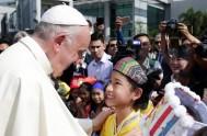 27/11/2017 – Tras 10 horas de viaje desde el Aeropuerto de Roma, Francisco ya se encuentra enBirmaniaun país asiático, donde fieles y ciudadanos…