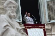 """14/11/2017 – El papa Francisco reflexionó antes del rezo del ángelus sobre""""la parábola de las diez vírgenes"""" para explicar que no debemos esperar…"""