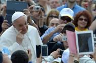08/11/2017 –El papa Francisco dijo que le produce tristeza cuando celebra la Misa en la Plaza de San Pedro o en la Basílica…
