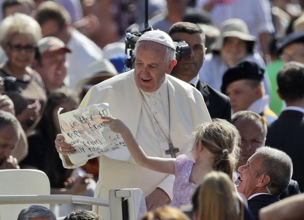 Papa Francisco niña