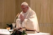 """24/01/2020 –El Papa Francisco advirtió contra los sentimientos de envidia y celos hacia otras personas, porque son sentimientos """"criminales, que buscan asesinar"""", son…"""