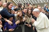28/02/2018 -El Papa Francisco, en la Audiencia General en el Aula Pablo VI del Vaticano siguió reflexionando sobre la Santa Misa, y esta…