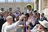 """21/06/2018 –""""Los mandamientos son parte de una relación, aquella de la Alianza entre Dios y su Pueblo"""", tema de la catequesis del Papa…"""