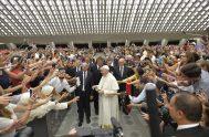 13/08/2018 – En el Ángelus de ayer domingo, Francisco invitó a vivir de manera coherente con las promesas del Bautismo, renovados en la…