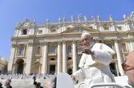 05/09/2018 – El papa Francisco en el día de hoy, miércoles, celebró la audiencia general junto a miles de files en la…