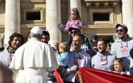 24/10/2018 – Este miércoles, a partir de las 10.00 de la mañana, el Papa ingresó en la Plaza de San…