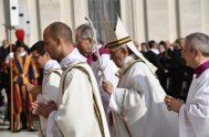 El Papa Francisco presidió la Santa Misa con el rito de canonización de siete beatos. Entre ellos, el Papa Pablo VI y Mons.…