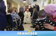 """17/12/18 – En el primer viernes de diciembre que representó el """"Primer Viernes de Misericordia"""", el Papa Francisco visitó el centro médico…"""