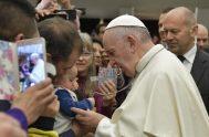 """05/12/2018 – """"Señor, ¡enséñanos a orar!"""", dijo el Papa Francisco en el Aula Pablo VI donde estaba reunido con los peregrinos del mundo…"""