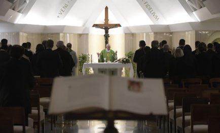 """19/02/2019 – Durante la Misa celebrada este martes 19 de febrero en la Casa Santa Marta, el Papa Francisco aseguró que Dios tiene sentimientos, """"no es abstracto"""" ni es solo ideas, sino…"""