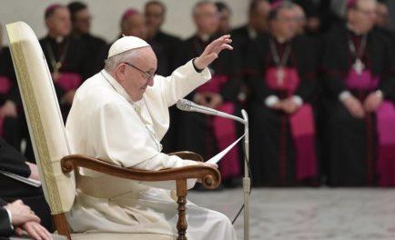 """20/02/2019 – """"El primer paso de toda oración cristiana es el de introducirnos en el misterio de la paternidad de Dios"""". Este fue el tema de la catequesis del Papa Francisco en…"""