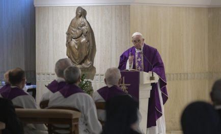 18/03/2019 – Durante la Misa celebrada este lunes 18 de marzo en la Casa Santa Marta, el Papa Francisco animó en esta Cuaresma a imitar la misericordia del Padre para no juzgar…