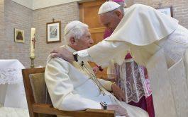 """16/04/2019 – El Papa Francisco se traslado almonasterio """"Mater Ecclesiae"""" en los jardines del Vaticano donde reside actualmente el Papa…"""