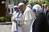 07/05/2019 – Unas de las primeras actividades realizadas por el Papa Francisco en Macedonia fue la visita al memoríal de la Madre…